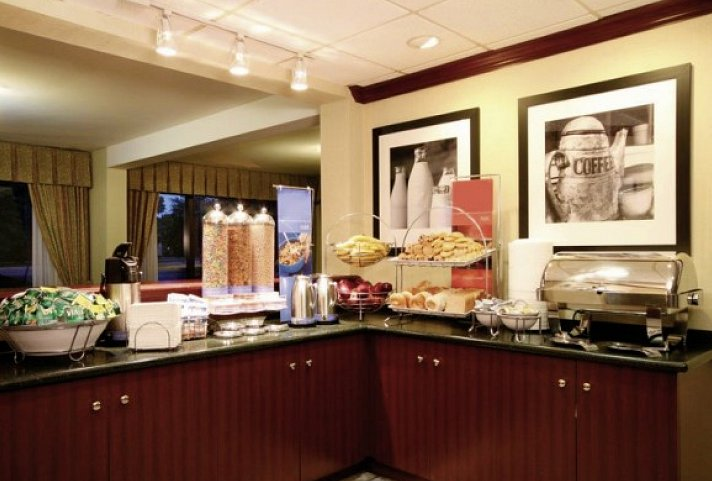 Christmas Shopping - Hotel Meadowlands River Inn