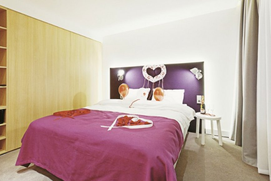 robbie williams azimut hotel dresden dresden g nstig buchen rewe reisen. Black Bedroom Furniture Sets. Home Design Ideas