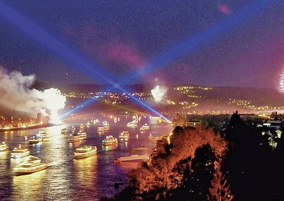 Rhein in Flammen® & Azimut Hotel Köln