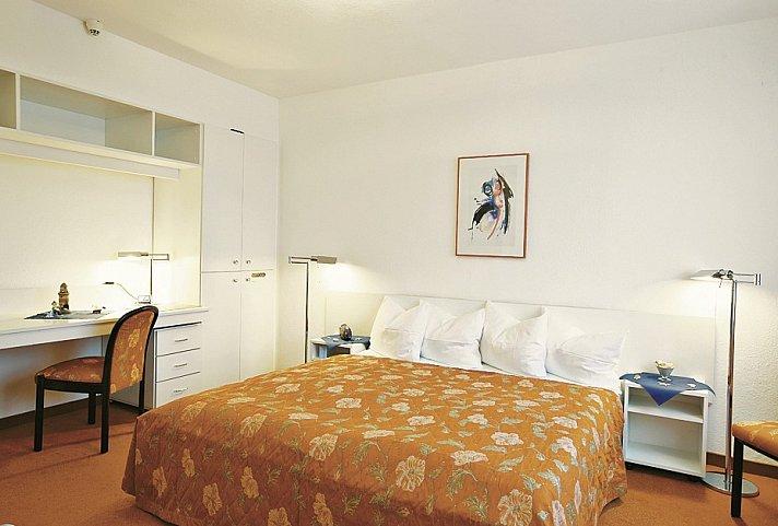 elbotel rostock top angebot. Black Bedroom Furniture Sets. Home Design Ideas