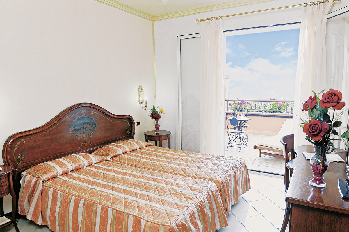 Taormina stadt und giardini naxos stadt an der küste fototapete